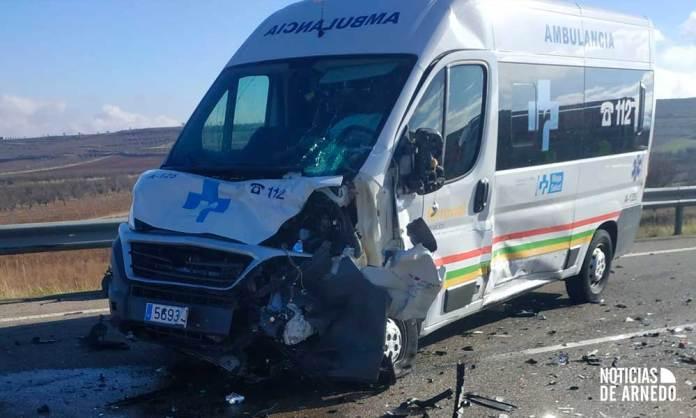 Ambulancia accidentada en la LR-123 en Tudelilla, entre Arnedo y el Villar de Arnedo