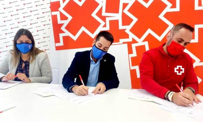 Firma del convenio entre Ayuntamiento de Arnedo y Cruz Roja