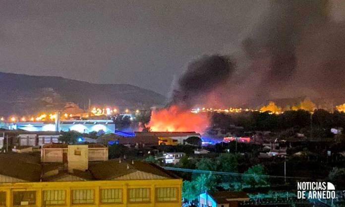 Incendio en una nave industrial en Polígono Renocal de Arnedo