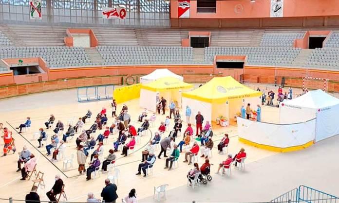 Dispositivo de vacunación COVID en el Arnedo Arena