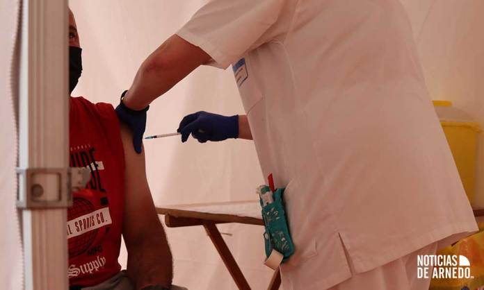 Dispositivo de vacunación COVID a arnedanos en el Pabellón Europa de Calahorra