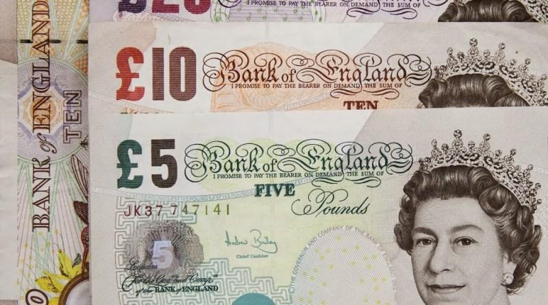 La libra recupera terreno frente a las principales divisas