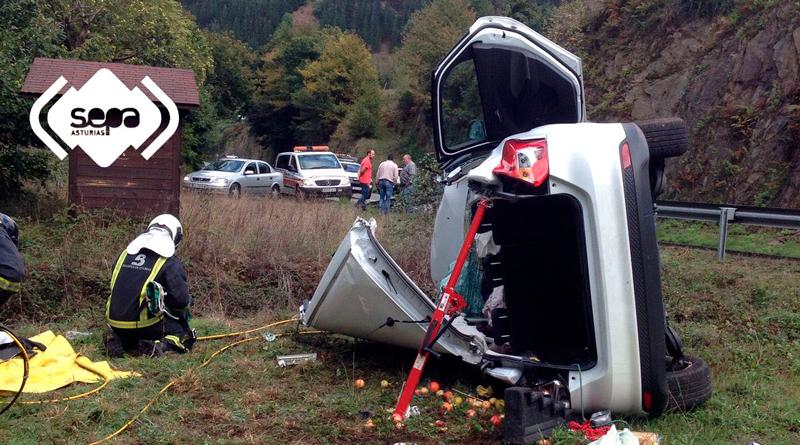 una mujer herida en un accidente de tráfico en Cangas