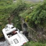 Dos turistas franceses heridos, tras caer con su autocaravana por un desnivel de 6 metros en Somiedo