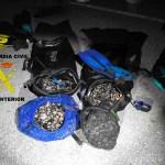 La Guardia Civil sorprende a dos furtivos con 44 kilos de percebe en Cudillero