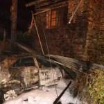 Un herido tras empotrar su coche y arder en San Tirso de Abres