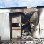 Un incendio calcina la cabina de pintura de un taller en Salave
