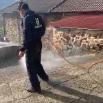 Más de 600 litros de lejía repartidos en Cangas del Narcea
