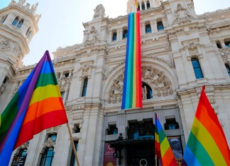 bandera-arcoiris-cibeles