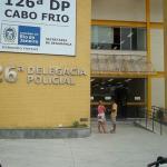 AÇÕES POLICIAIS – Mulher é esfaqueada em assalto na orla da Praia do Forte, em Cabo Frio