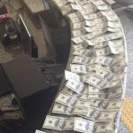 AÇÕES POLICIAIS – Peruano é detido após trocar 4.400 dólares falsos em loja de doces