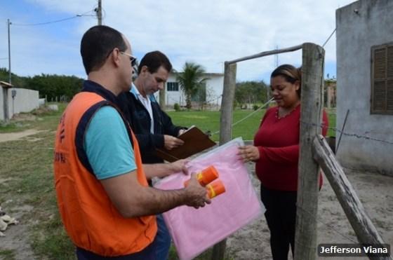 Prefeitura aldeense realiza ação contra Aedes Aegypiti e entrega material para prevenção