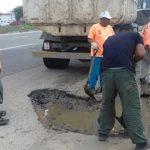 SÃO PEDRO DA ALDEIA – Prefeitura aldeense realiza serviços de tapa-buracos e saneamento
