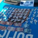 AÇÕES POLICIAIS – Homem é preso com drogas em Araruama, após denúncia