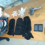AÇÕES POLICIAIS – Homens são presos com drogas, arma e toucas ninja em Araruama