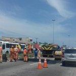 SÃO PEDRO DA ALDEIA – O trânsito ficou lento durante a tarde desta quinta (20) com a instalação dos quebra-molas na RJ-140, no Baixo Grande