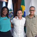 SÃO PEDRO DA ALDEIA – Prefeito Cláudio Chumbinho recebe o novo Secretário de Educação Walzi Conceição