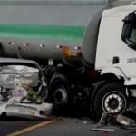 ACIDENTE – Acidente entre três caminhões e carro deixa um morto e interdita a BR-101