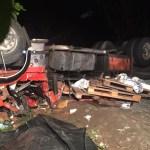 ACIDENTE – Caminhoneiro morre preso às ferragens ao tombar na RJ-106, em Saquarema