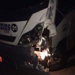 ACIDENTE – Ônibus que transportava universitários se envolve em acidente em Arraial do Cabo