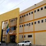 REGIÃO DOS LAGOS – Polícia resgata criança que estava sozinha em carro na RJ-106 e pai é detido
