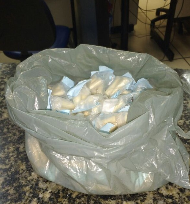 AÇÕES POLICIAIS - Suspeito é detido com cocaína em comunidade de Cabo Frio