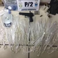 AÇÕES POLICIAIS – Homem é detido com drogas e réplica de arma em Búzios