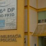 CABO FRIO – Viatura da PM bate durante perseguição a suspeitos no Centro de Cabo Frio