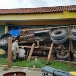 ACIDENTE – Crianças ficam feridas após caminhão invadir escola em Iguaba Grande