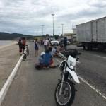 ACIDENTE – Mulher fica ferida após ser atropelada por moto na RJ-140 em São Pedro da Aldeia