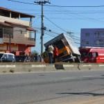 SÃO PEDRO DA ALDEIA – Acidente interdita RJ-106 por cerca de meia hora na altura de São Pedro da Aldeia