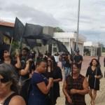 IGUABA GRANDE – Moradores de Iguaba Grande fazem protesto contra cancelamento de eleição suplementar para prefeito