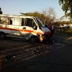 ACIDENTE – Colisão entre carro e van deixa um morto e um ferido na RJ-106, em Casimiro de Abreu