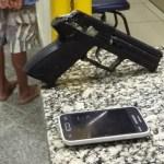 AÇÕES POLICIAIS – Adolescente suspeito de assalto é apreendido com arma falsa no Centro de Araruama