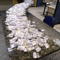 AÇÕES POLICIAIS – Jovens são detidos com cocaína, crack e maconha em Cabo Frio