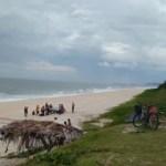 ACIDENTE – Homem morre atropelado após carro invadir areia de uma praia em Saquarema