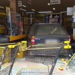 Homem é preso após bater de carro em supermercado e ferir funcionário com faca em Iguaba Grande