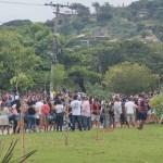 Trabalhadores de Búzios fecham acesso ao centro da cidade em protesto contra decisão que impede entrada de turistas