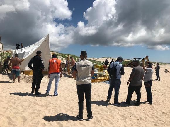 Prefeitura de Cabo Frio retira barracas da Praia Dunas do Peró
