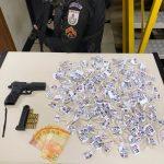 Polícia Militar prende homem com Pistola TAURUS cal .380 e drogas no bairro Parque Estoril
