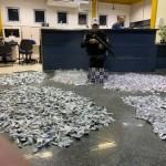 Polícia apreende na RJ-124 quase 7 mil pinos de cocaína que seriam entregues em comunidade de Araruama
