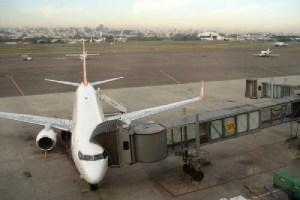 Receita Federal faz pente-fino em bagagens que chegam de voos internacionais no aeroporto