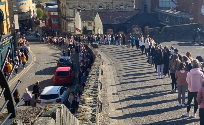 Penneys: ¡Apertura de tiendas en Irlanda del Norte! ¡Colas enormes! [FOTOS / VIDEO]