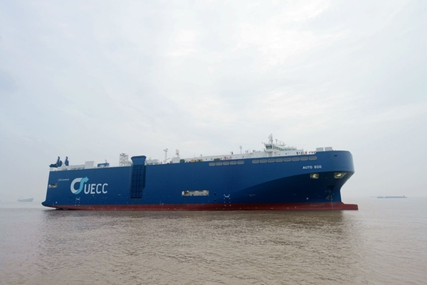 uecc-recibe-buque-de-transporte-de-vehiculos-de-gnl