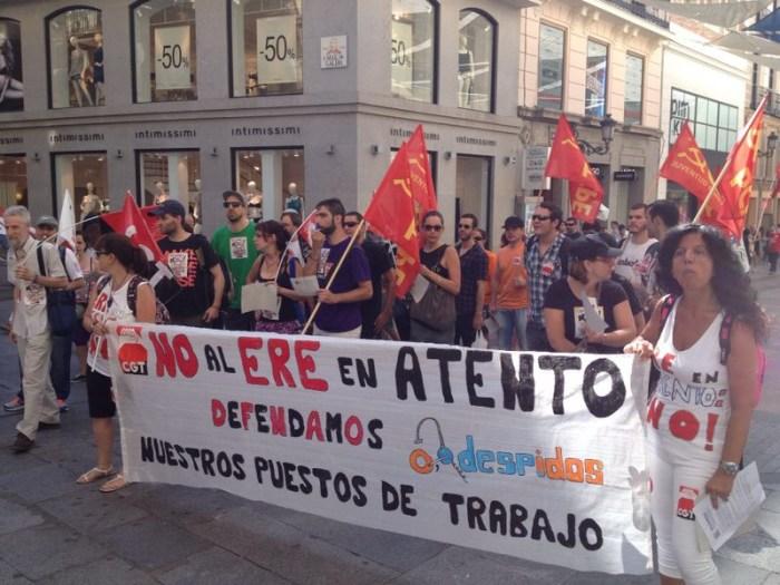 Los trabajadores protestan contra el ERE de ATENTO  por las calles de la capital