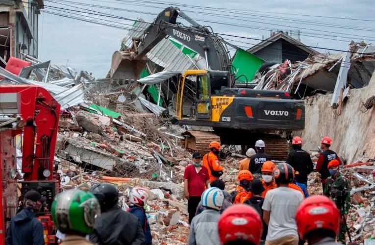 Aumentan las fatalidades por terremoto en Indonesia