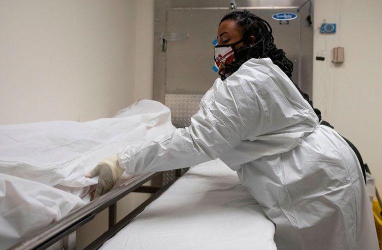 EE.UU. supera las 534,000 muertes por COVID-19 y los 29.4 millones de contagios