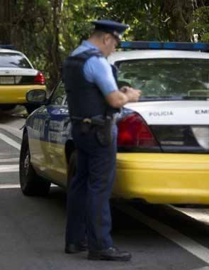 Una mujer muere asfixiada  por un portón en Carolina