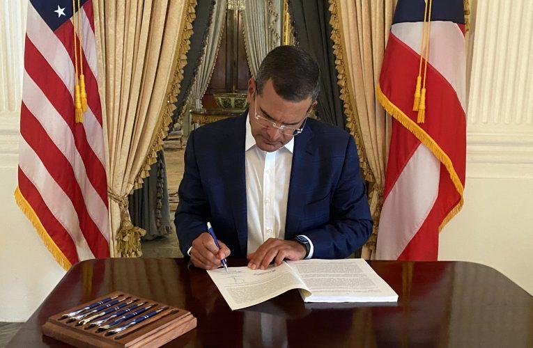 Gobernador firma presupuesto de Puerto Rico para el año fiscal 2021-2022