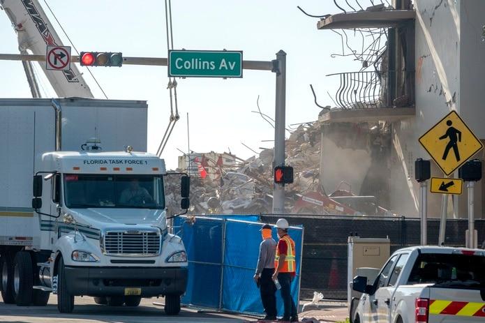 Hay 121 personas no localizadas tras el desastre que se cree que pueden estar sepultadas en la montaña de escombros en que se convirtió el ala noroeste del edificio el pasado 24 de junio.